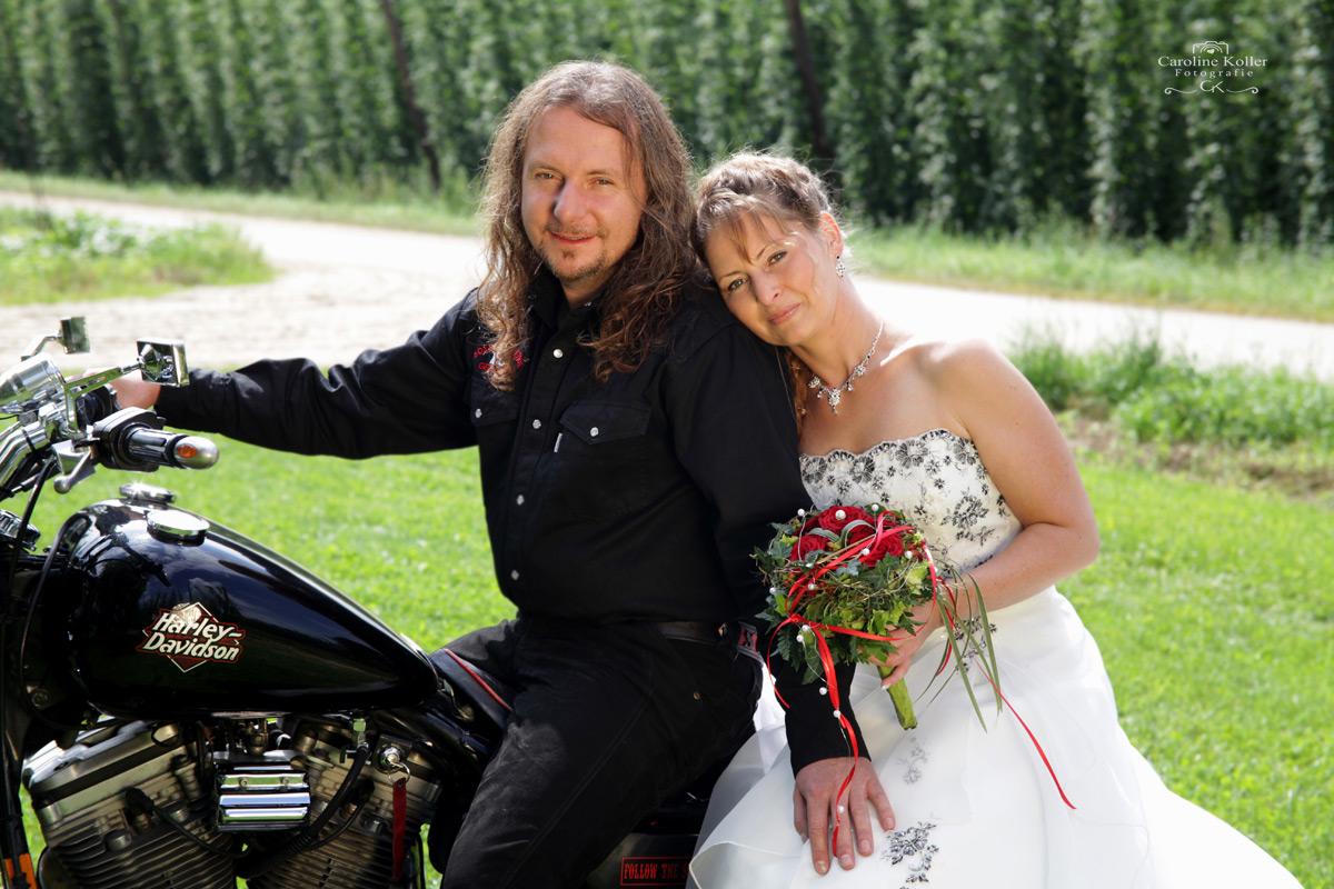 1-Brautpaar-auf-Motorrad