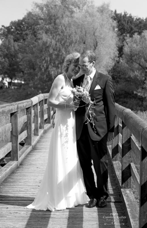 14 Brautpaar auf Brücke