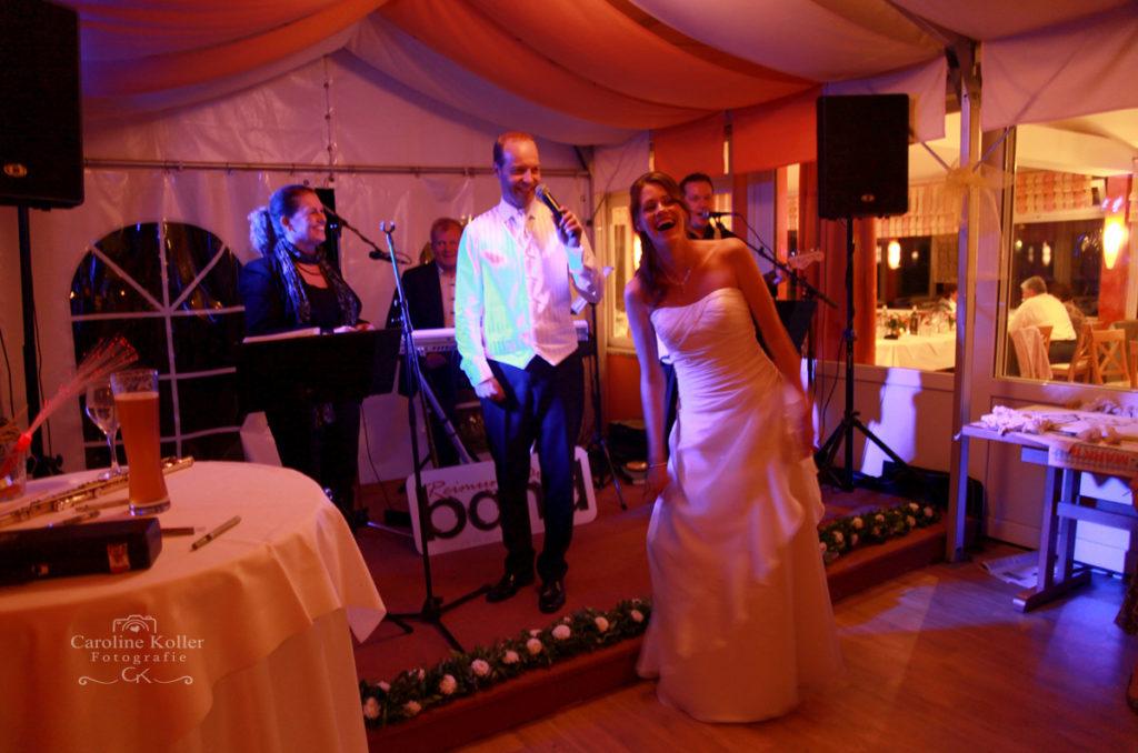 Hochzeitsband und Brautpaar