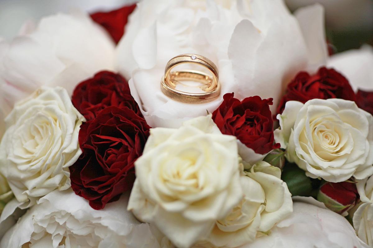 Brautstrauß mit Eheringe
