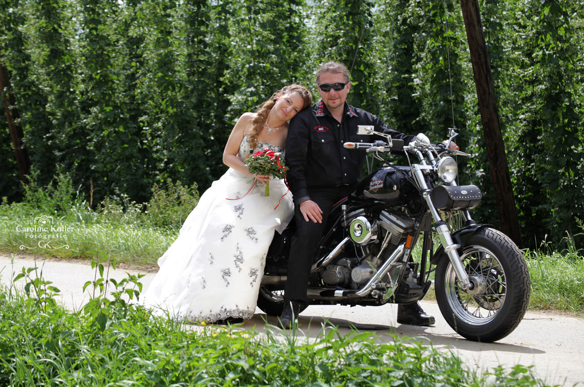 9-Brautpaar-auf-Motorrad
